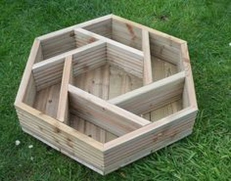 Amazing-Wooden-Garden-Planters-Ideas-You-Should-Try-39